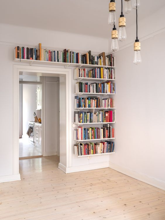 kronekern-bookcase-over-door