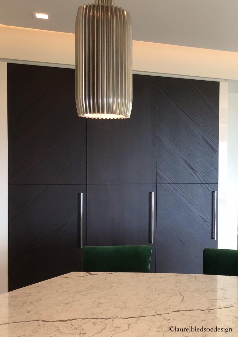 laurelbledsoedesign-kitchen-appliance panels-statement lighting-kitchen islands
