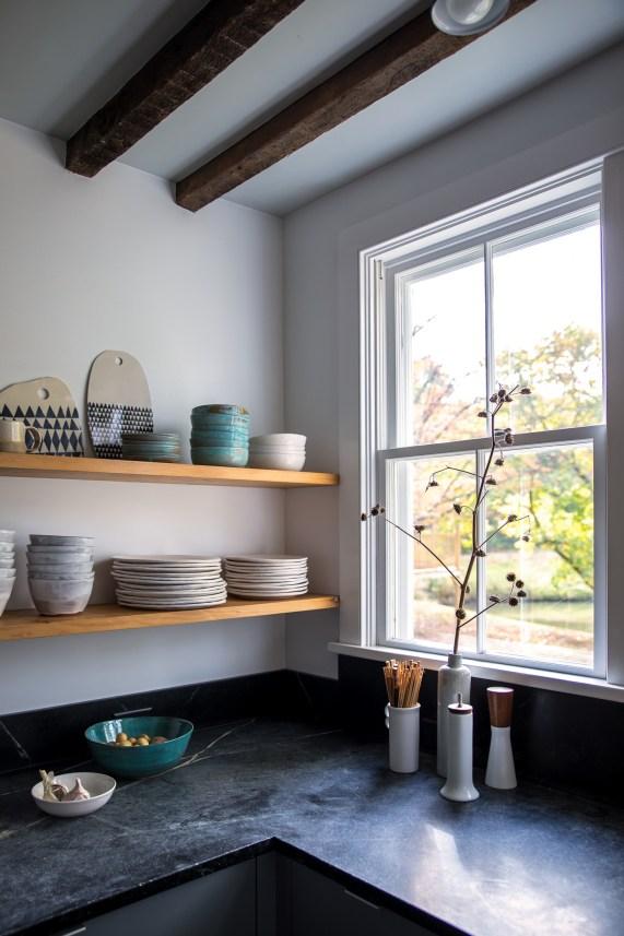 dung-vonstoddard-remodelista-kitchen-turquoise-interiordesign