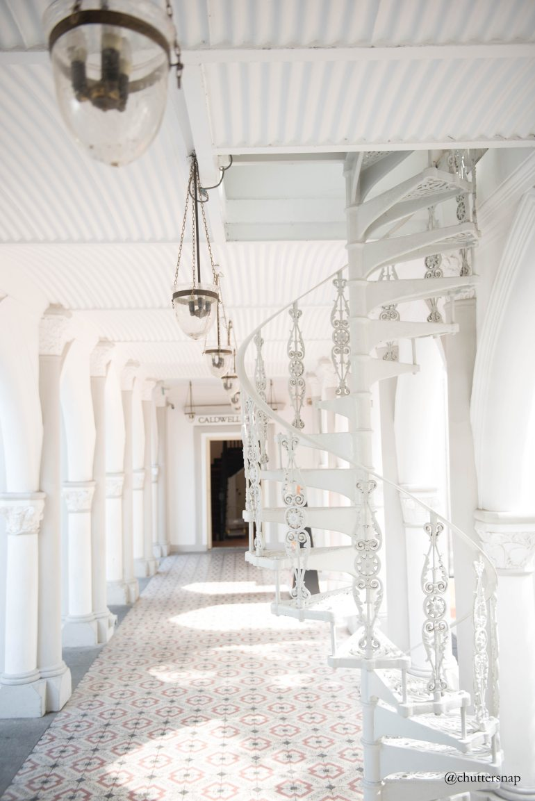 chuttersnap-white-tile-flooring
