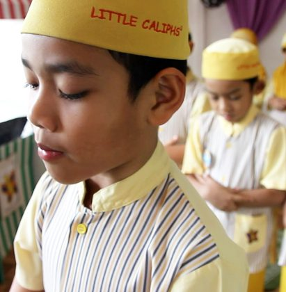 pray with little caliphs