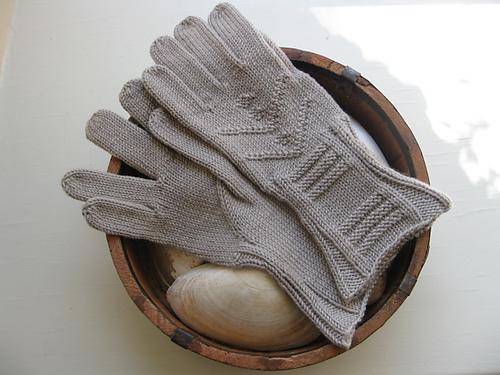Inverness Gloves by Elizabeth McCarten