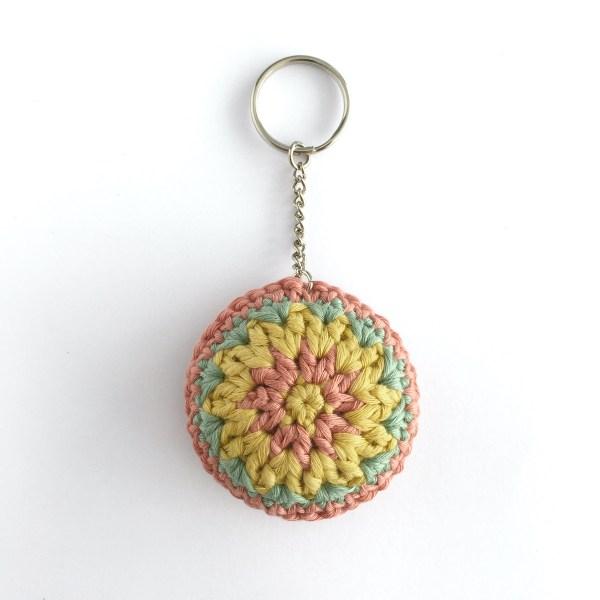 Round keychain, crocheted in organic cotton