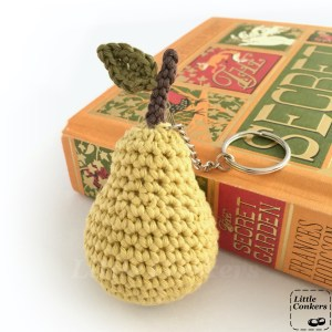 Crocheted ear keychain in organic cotton