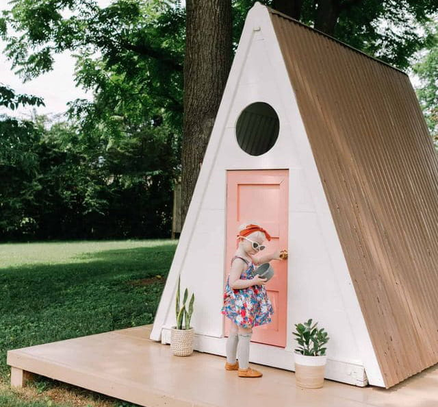 A frame playhouse DIY