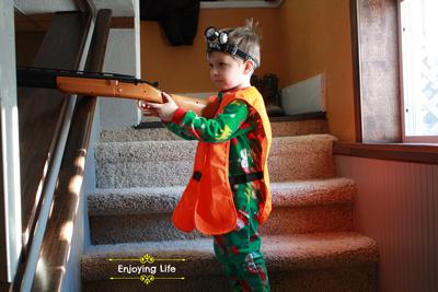 Little-d-Tales: Enjoying Life &emdash; He's hunting bucks
