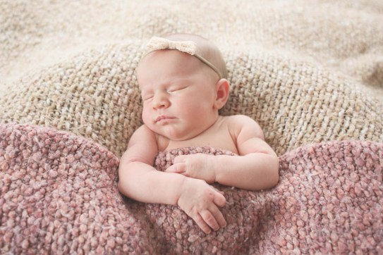 Sweet newborn images by Little Earthling Photography. Bellingham newborn photographer.