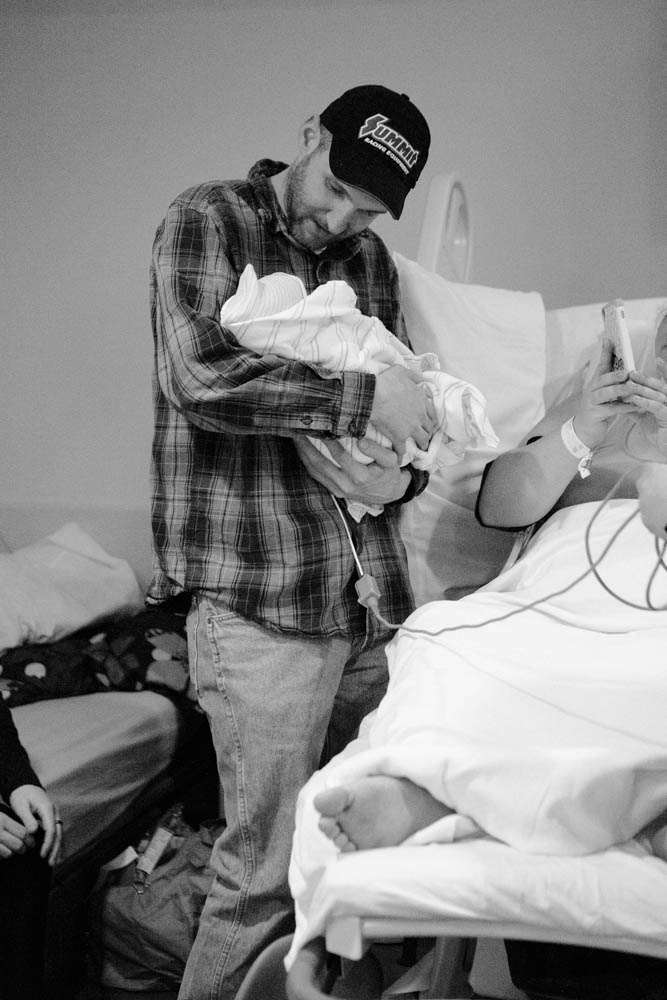 Beautiful VBAC in Bellingham, WA. Photos by Bellingham birth photographer Renee Bergeron of Little Earthling Photography.