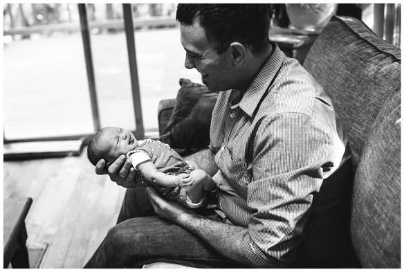 Bellingham baby photographer captures the love and joy of family. Bellingham baby photos.
