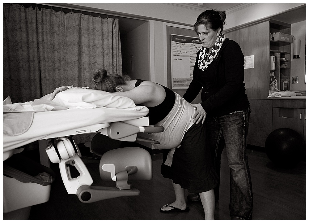 Bellingham doula offers support during labor.