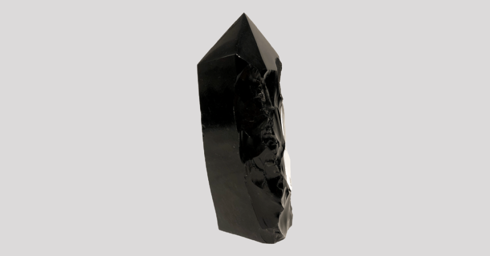 polished obsidian point l225 back view