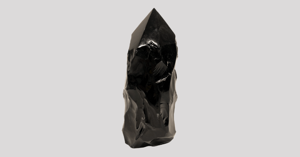 polished obsidian point l224 back view