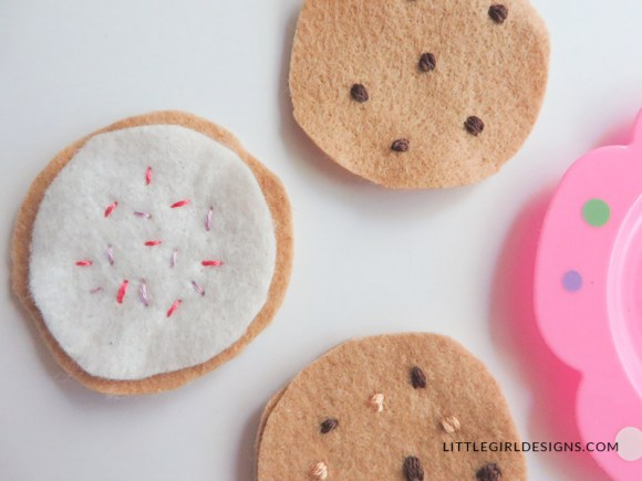 How to Make Felt Food - a simple tutorial on how to make felt food for imaginary play. Tutorial includes cookies and bow-tie pasta. Super simple and a great way to use up felt scraps!