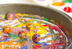 Rainbow-marble-painting-close-up