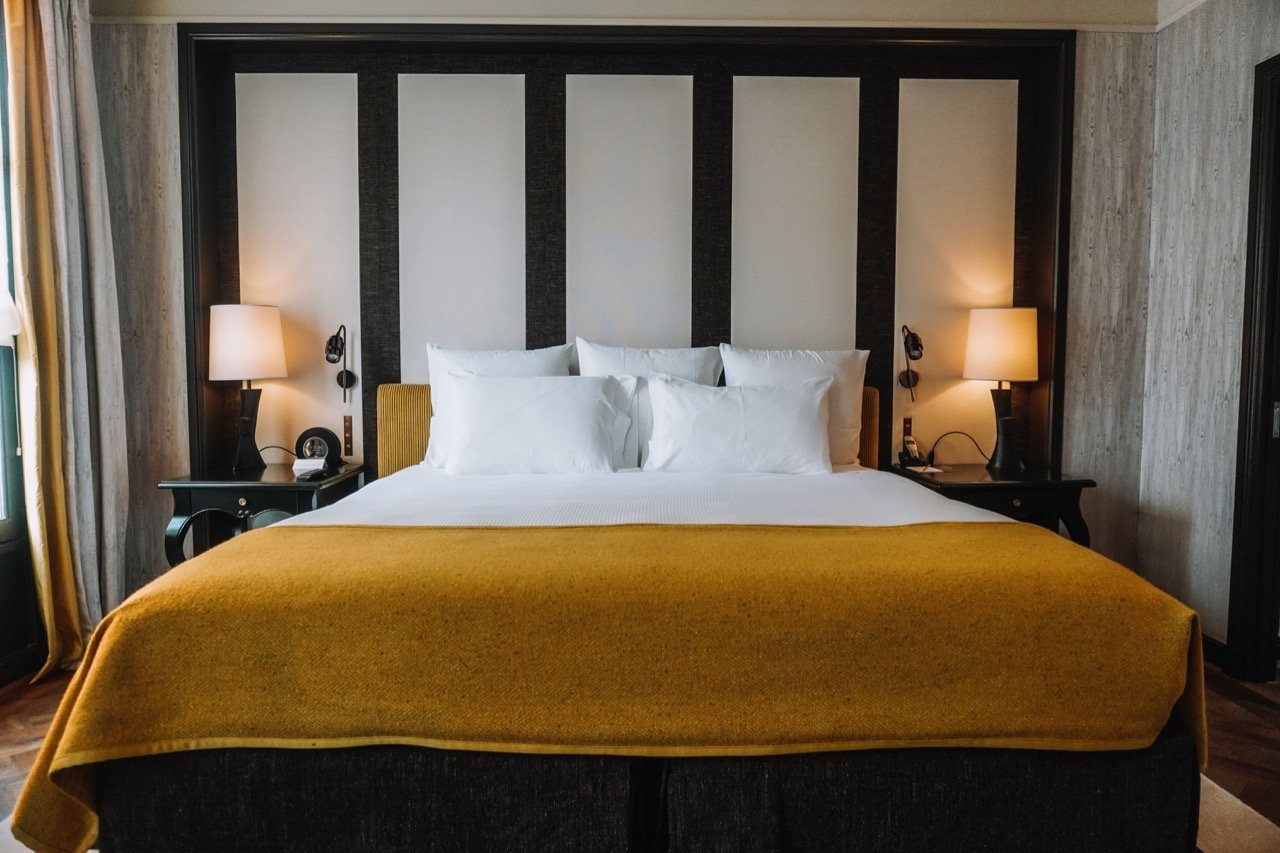 Where to stay in Paris- Hotel Pavillon de la Reine - 20