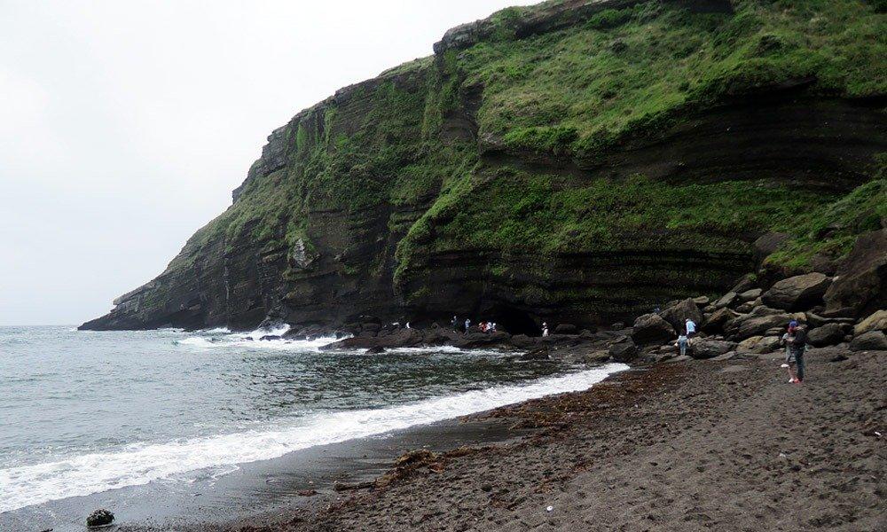 Udo Island - Geommeolle black sand beach