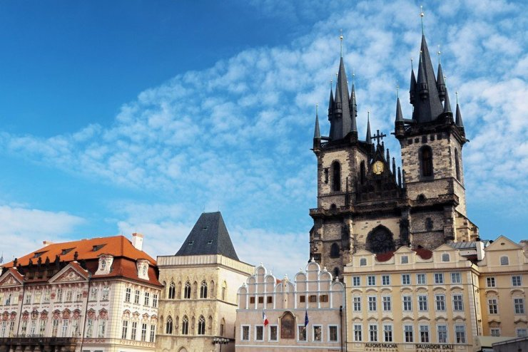 If you love history and architecture, Prague's Old Town is the perfect neighborhood for you. You'll find the best and most convenient Prague hotels in the city's center.