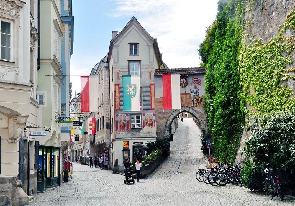 Stop by Steyr on your road trip from Vienna to Salzburg and take a stroll along its pretty cobbled streets.