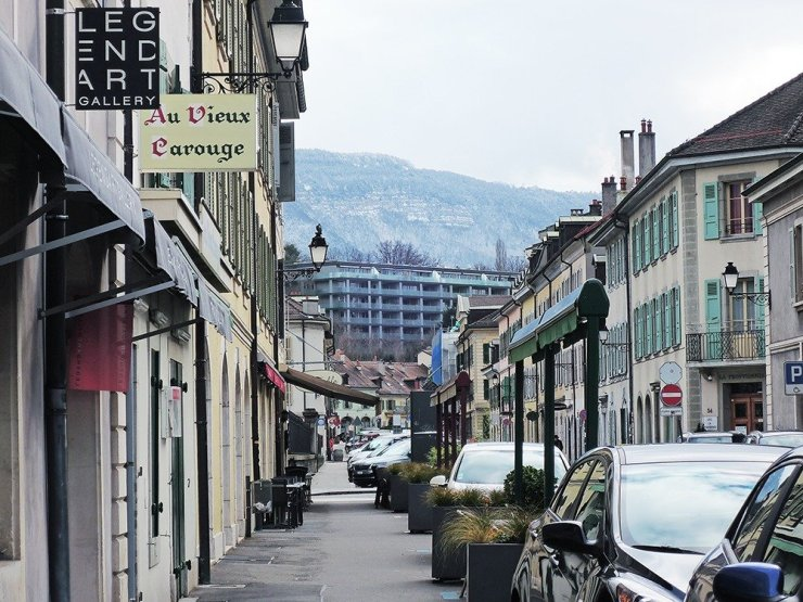 Geneva is not a cheap destination, but affordable hotels do exist in the city! Stay in a hotel in Geneva's Plainpalais neighborhood and enjoy the city's quirky cafes, cheap restaurants, and largest flea market! Click through for the best budget hotels in Geneva, Switzerland.