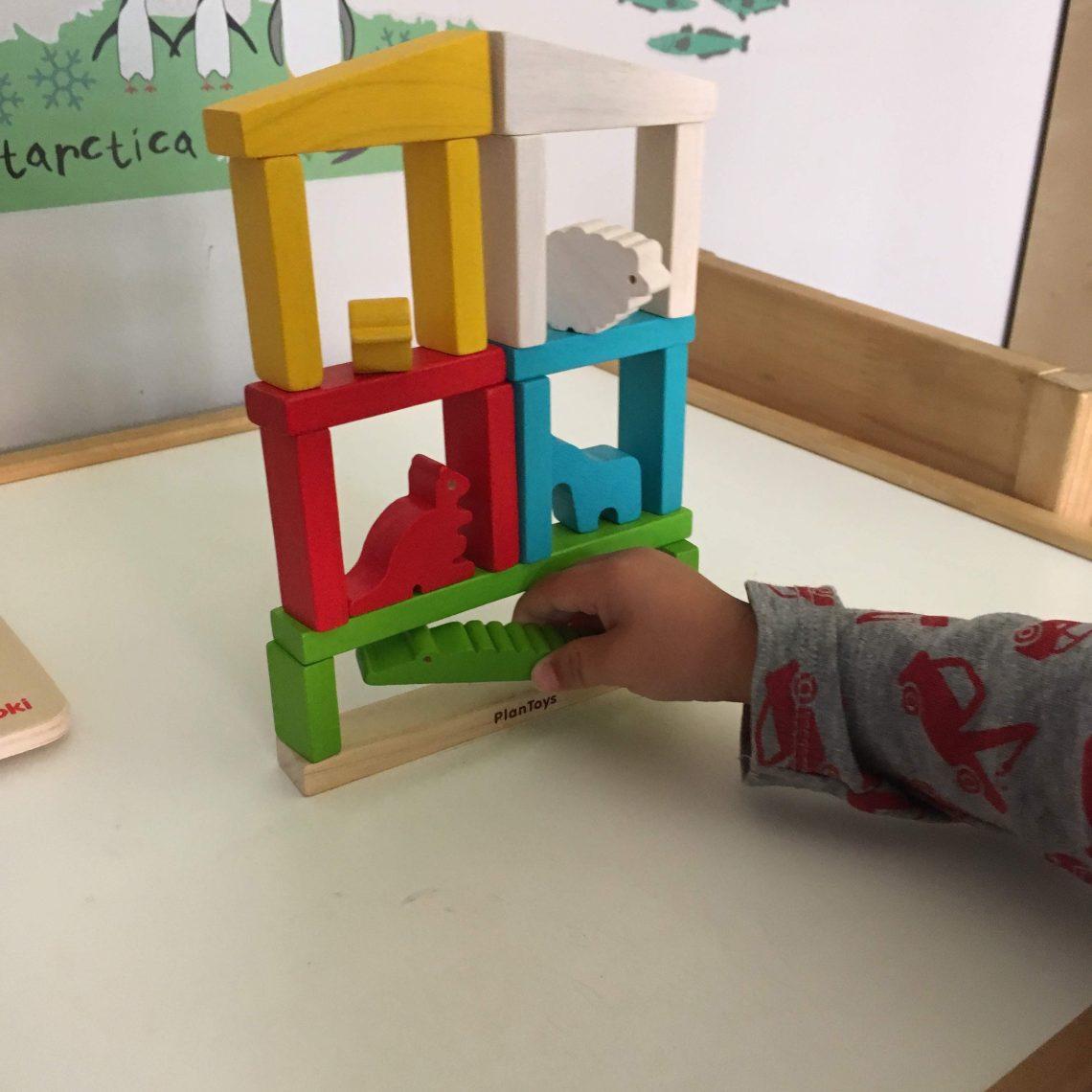plan toys postav zoo balancni hracka