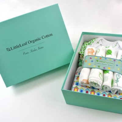 Large Organic Cotton Baby Gift Box with muslin squares, baby grow, baby blanket and baby bodysuit in 100% Organic Cotton by LittleLeaf