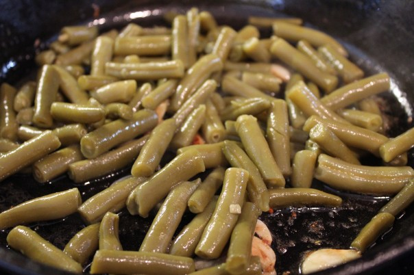 garlic green beans, lemon green beans, sautéed garlic green beans, healthy green beans, thanksgiving green beans, recipes, side dish