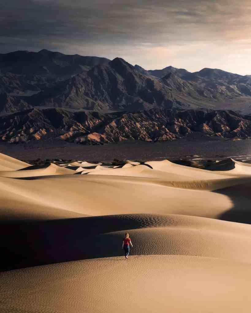 solo female traveller in the desert