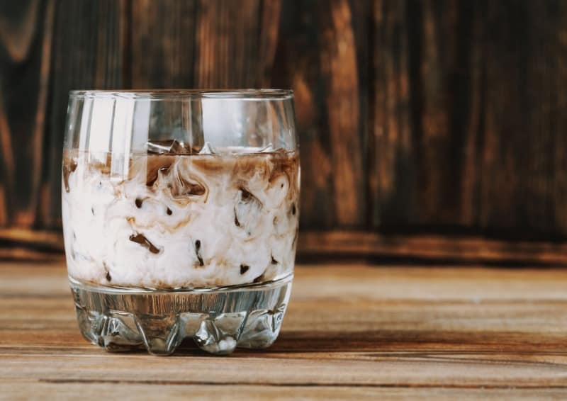 White and black russians are delicious international cocktail recipes