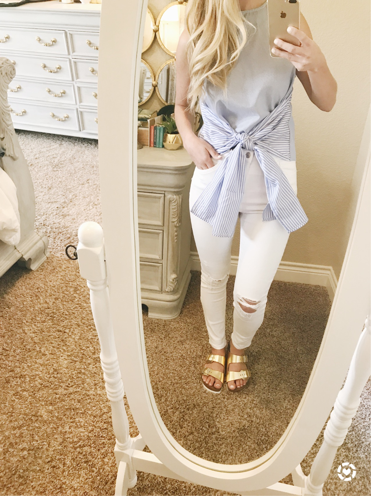 tie front shirt with white jeans