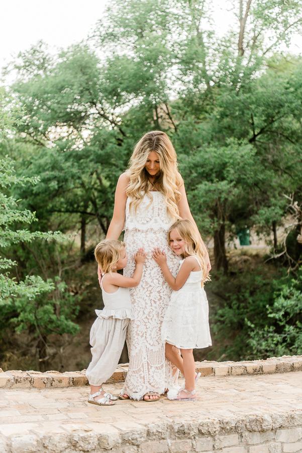 maternity photo poses