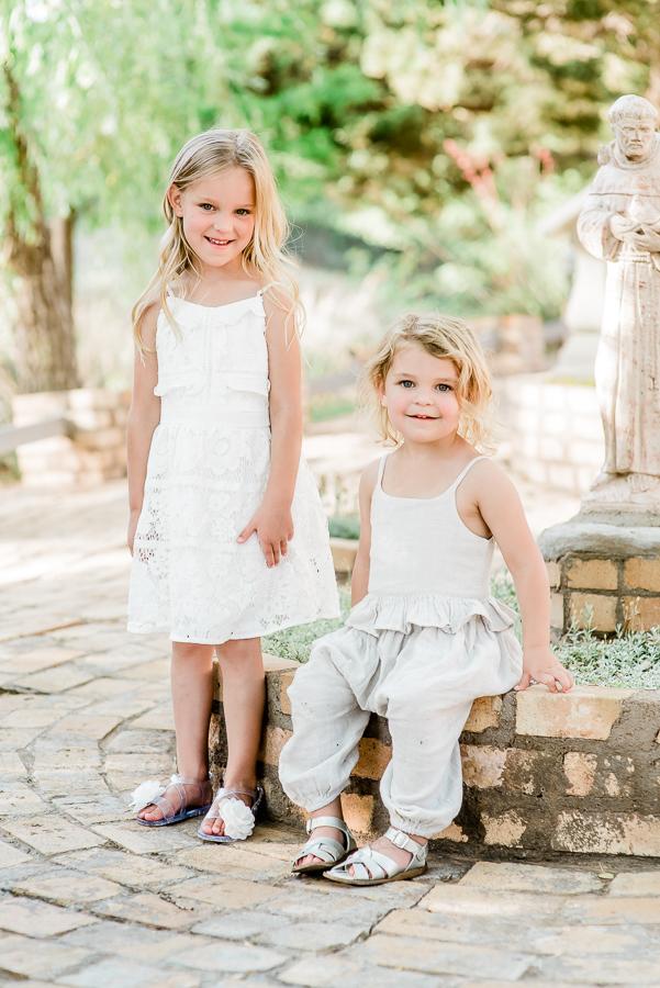 sibling family photo pose