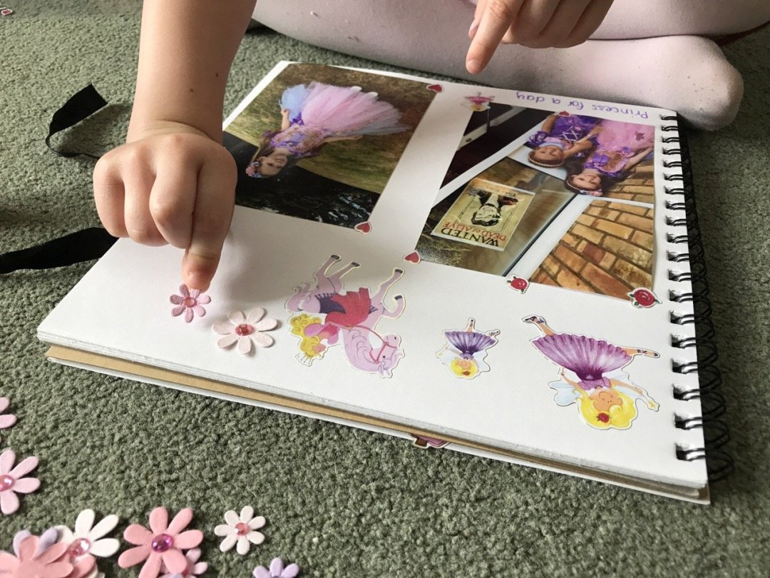 Scrapbooking for kids Eden sticking
