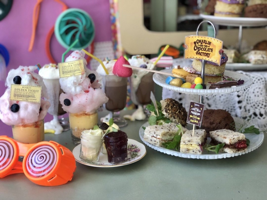 Cake stand with sweets and cakes, Wonka glasses