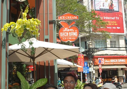 SAIGON, VIETNAM: DAY 3 (ICE CREAM, WAR MUSEUM & SHOPPING)