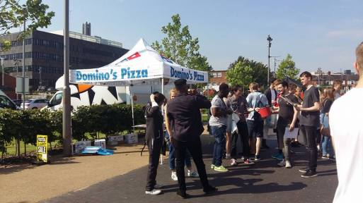 dominos-pizza-outside
