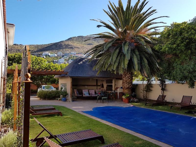 Garden with pool - A Tuscan Villa