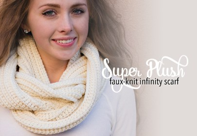 Super Plush Faux-Knit Infinity Scarf Crochet Pattern  |  Free Infinity Scarf Crochet Pattern by Little Monkeys Crochet