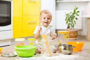 ToddlerPlayingwithflour