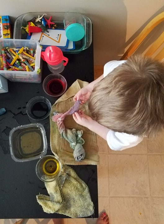 blending primary colors childrens sensory activities