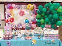 alice in wonderland balloon decoration and dessert table