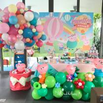 peppa pig balloon and dessert table2