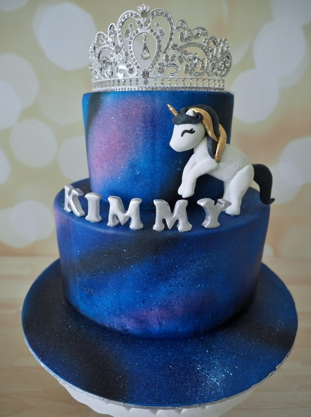 kimmy-customised-cake