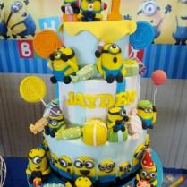 minions-customised-cake