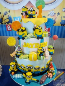 minions-customised-cake