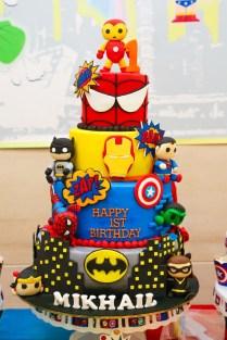 superheroes-theme-cake