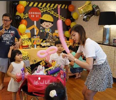 balloon-sculpting-for-construction-themed-party