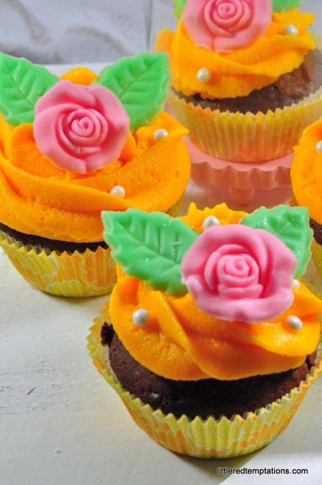 Belles Cupcakes mit Rose