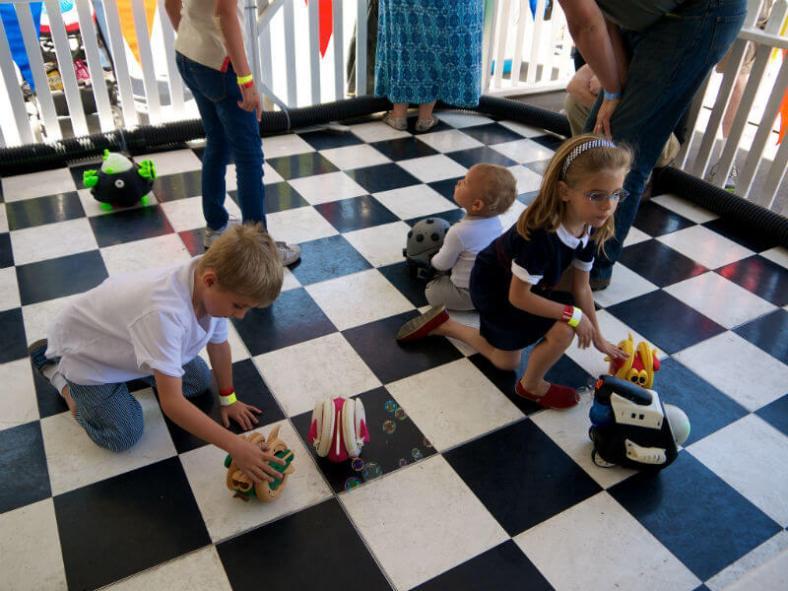 Kids discovering robots