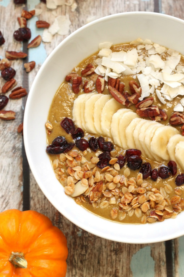 Pumpkin spice smoothie bowl - brit+co - Little Shop of Wow