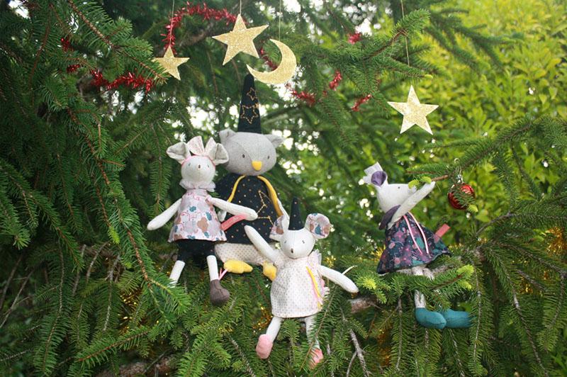 christmas gifts for children on little snail